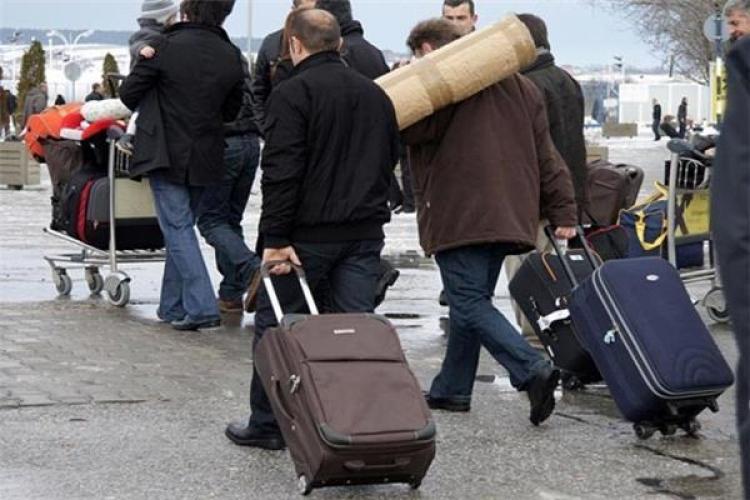 Poslodavci iseljavaju radnike - Problem u poslovnoj zajednici i zato radnici odlaze: Rastu plate, ali radnici i dalje na niskim granama