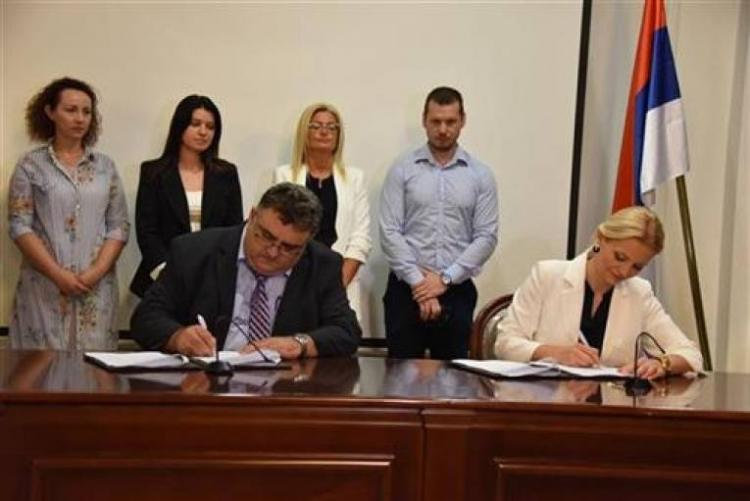 Potpis na ugovore za bolji položaj zaposlenih