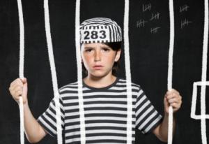 Austrija ne zna šta će sa djecom kriminalcima, njih u zatvor ili roditelje?